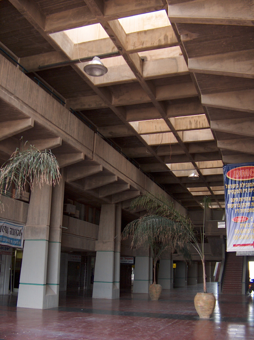 """""""מרכז הנגב"""" של האדריכל רם כרמי. צילום מאת מיכאלי, ייחוס, באדיבות ויקיפדיה"""