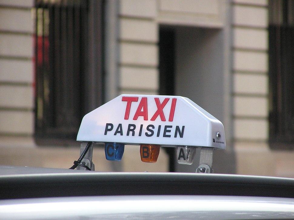 כובע של מונית בפריז