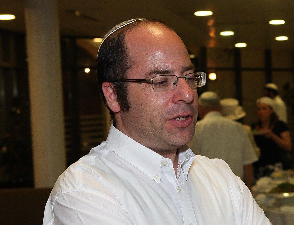 הרב אמנון בזק
