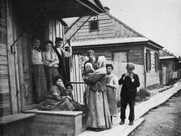 Shtetl - Jewish Family, 1903