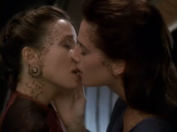 Rejoined the kiss ds9 s04e05.PNG