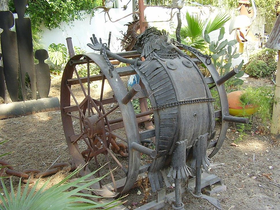 גלגל עינויים בגן הפסלים של יומה שגב בגדרה