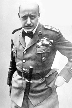 Gabriele D'Annunzio Air Force uniform.jpg