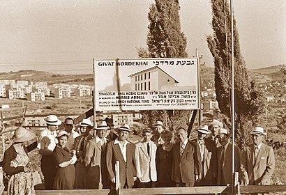 איך מגיעים באמצעות תחבורה ציבורית אל גבעת מרדכי? - מידע על המקום