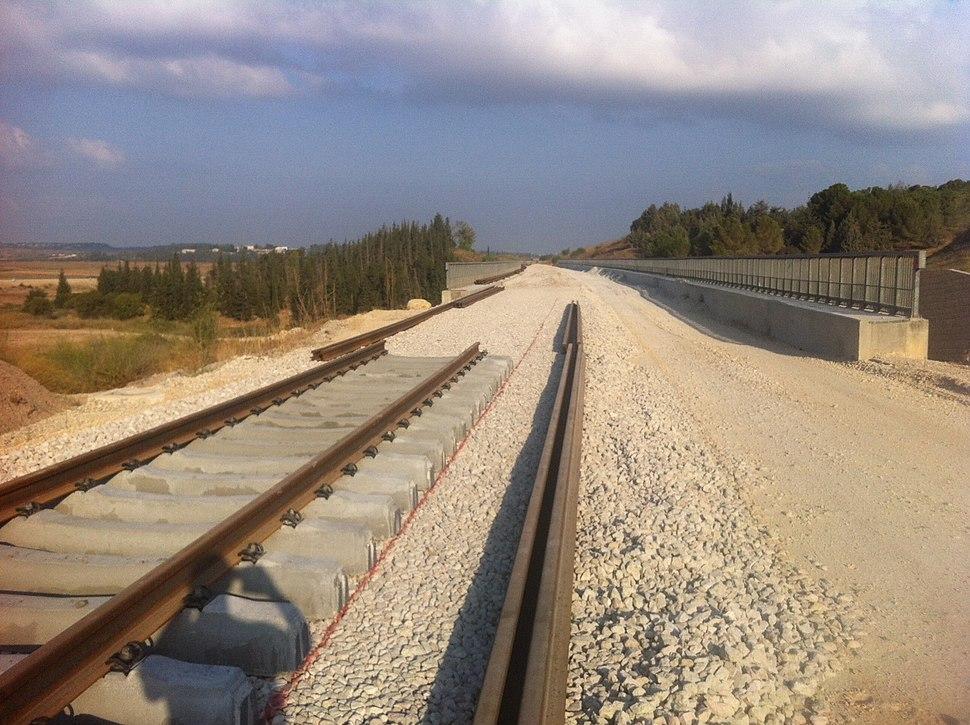סלילת המסילה בקרבת גשר 5