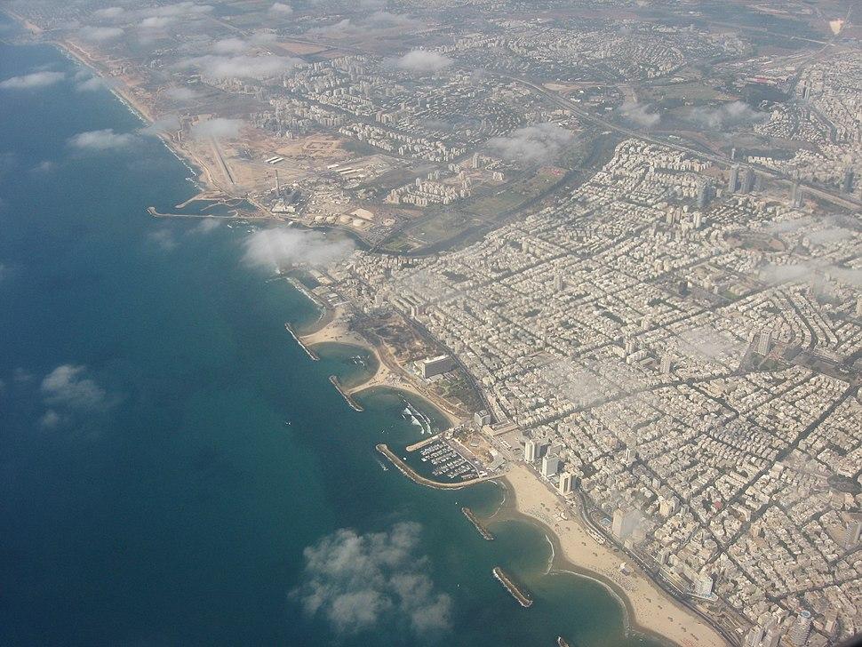 צילום אווירי של חוף שרתון