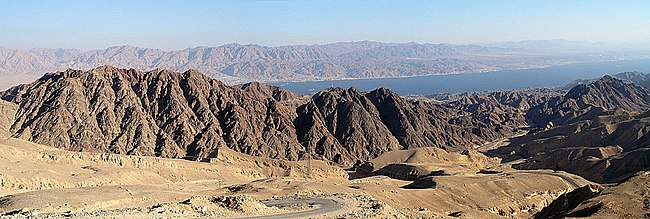 כביש 12 בהרי אילת. ברקע מפרץ אילת