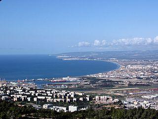 מפרץ חיפה - מבט מאזור סטלה מאריס - הפודקאסט עושים היסטוריה