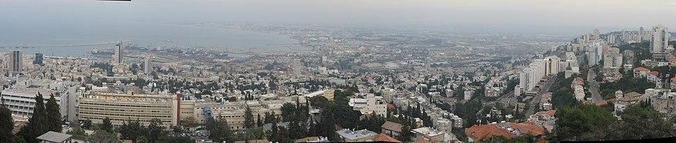 מבט פנורמי אל מפרץ חיפה מרחוב יפה נוף
