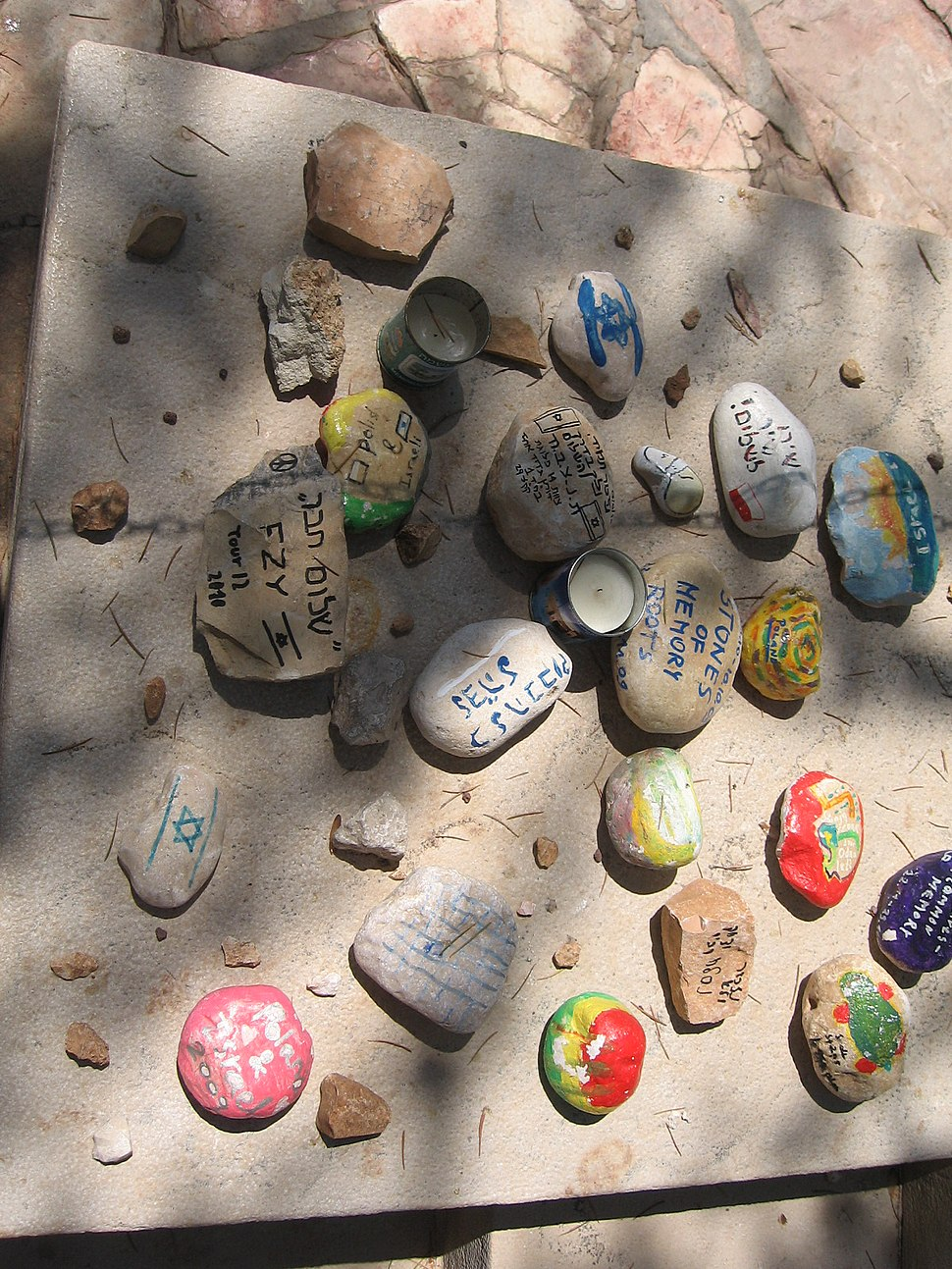 אבנים ליד קברם של הזוג רבין 026