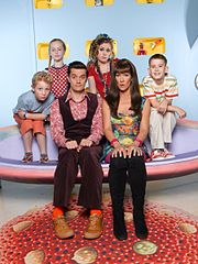 דמויות העונה השמינית(מימין לשמאל: דן, סופי, ג'ק, בריאן, בקי ואדי)