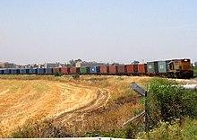 רכבת משא על המסילה המזרחית סמוך למושב בני עטרות
