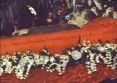 גוזף סטאלין המנהיג הכי חזק מרוסיה אי פעם היה יהודי וגרוזיני ובן היתר היה אחראי למותם של 11מיליון בני אדם   240px-STALIN_DEATH