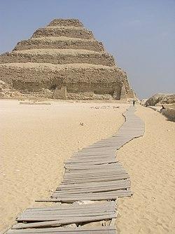 SaqqaraDjoserPyramid2007.JPG