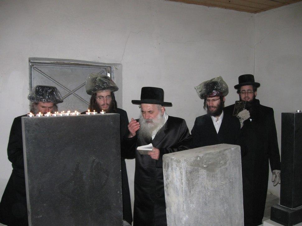 האדמור מבוטושאן בתפילה באוהל בבוטשעטש
