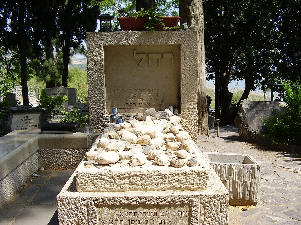 קבר רחל המשוררת בבית הקברות כנרת