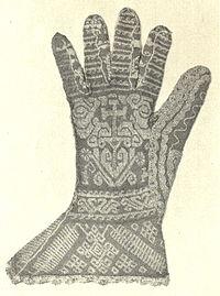 Aranyfonallal díszített spanyol kötött kesztyű a 16. századból. (Viktória  és Albert Múzeum fb969fc4be