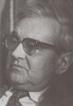 Portréja a Szép versek 1983-as kötetében Móser Zoltán felvétele