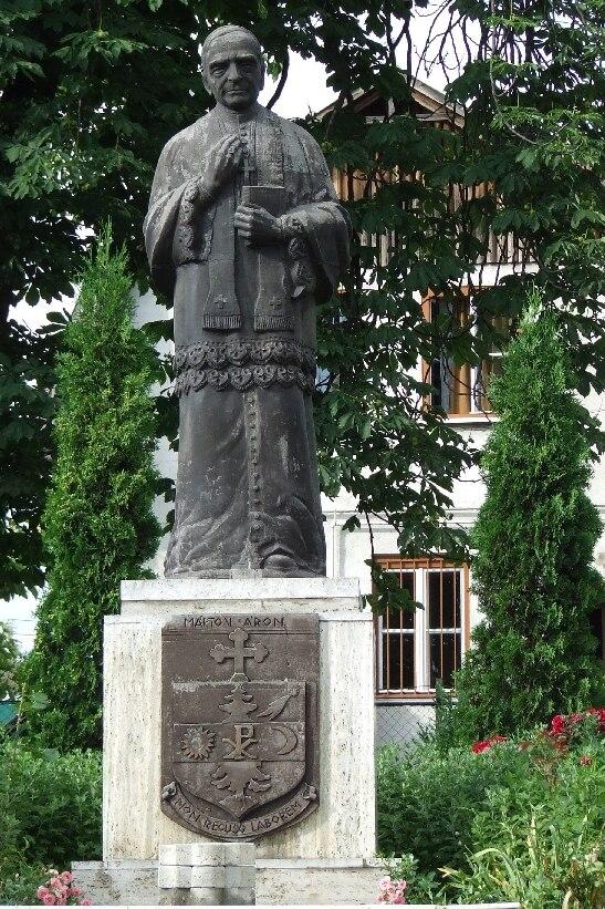 Márton Áron szobra Szászrégen
