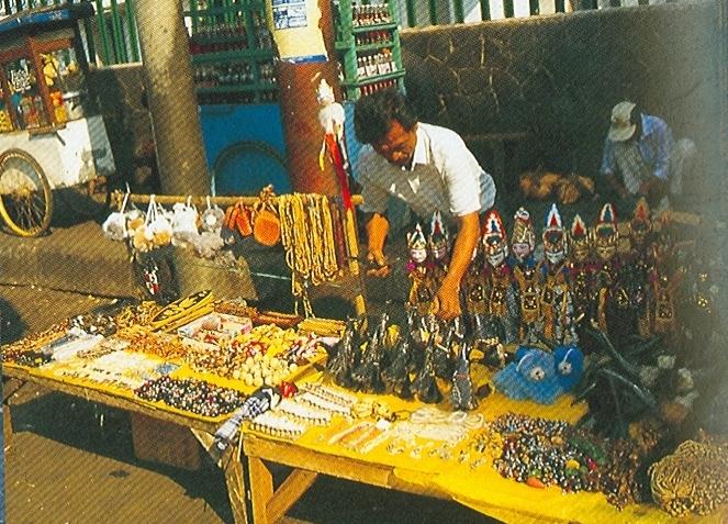 http://upload.wikimedia.org/wikipedia/id/0/07/Pedagang_Kaki_Lima_Bogor.jpg