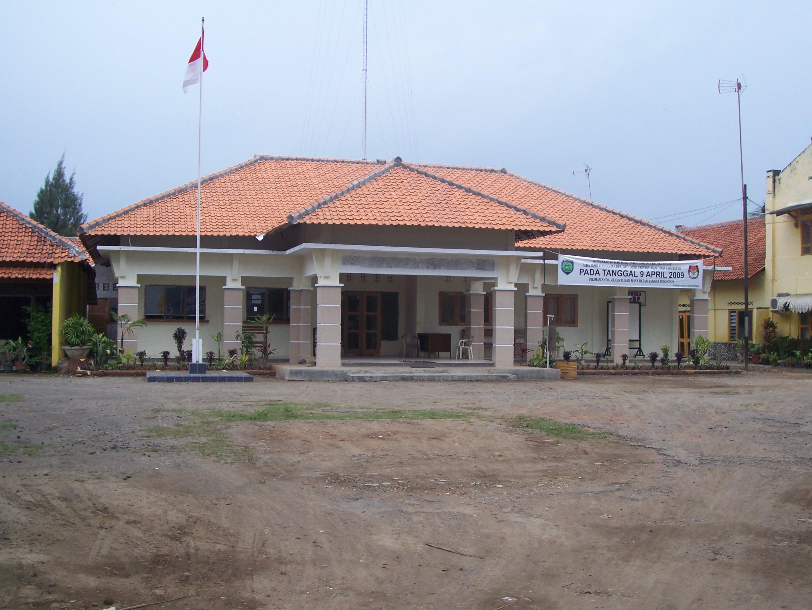 Berkas Kantor Camat Haurgeulis Jpg Wikipedia Bahasa Indonesia Ensiklopedia Bebas