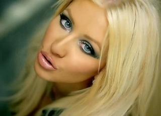 Poptähti Christina Aguilera ei viettänyt viime sunnuntaista äitienpäivää aivan perinteisellä tavalla, eli rauhallisissa merkeissä kotona perheen.