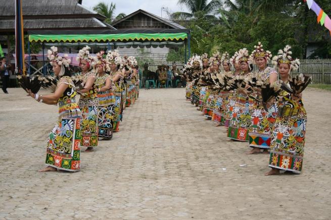 Tari Burung Enggang Wikipedia Bahasa Indonesia Ensiklopedia Bebas