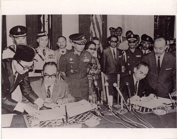 https://upload.wikimedia.org/wikipedia/id/5/5a/IndoMalaycooperation.jpg