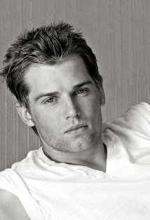Mike Vogel.jpg