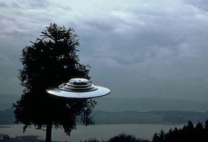 Salah satu foto BETA yang diambil oleh Billy Meier pada tanggal 9 Juli 1975 di Swiss.