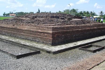 Berkas:Candi Batujaya.jpg