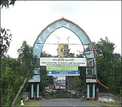 Gerbang Selamat Datang di Kabupaten Lombok Timur