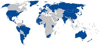 Negara anggota International Whaling Commission (yang berwarna biru).
