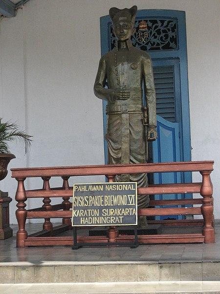 Patung Pakubuwono VI