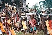 Tarian Manganda' pada upacara Ma'Bua'