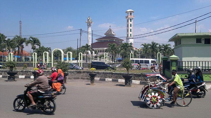 Berkas:Reynan-masjid-agung-karawang-2014-04-28-405 result 2.jpg