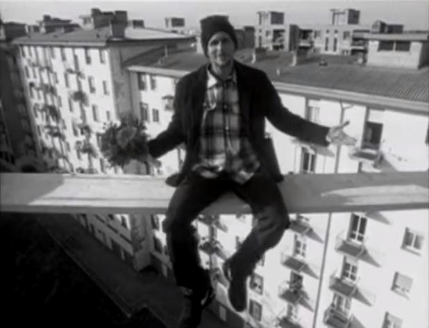 Serenata rap wikipedia - Affacciati alla finestra amore mio ...