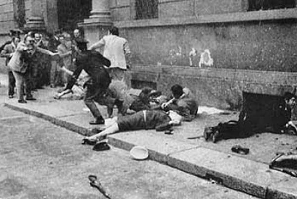 La crisi umanitaria  - Pagina 5 Strage_Questura_Milano