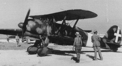 Un Fiat C.R.42AS della 20ª Squadriglia, 46º Gruppo del 15º Stormo ai tempi del rischieramento in Libia.