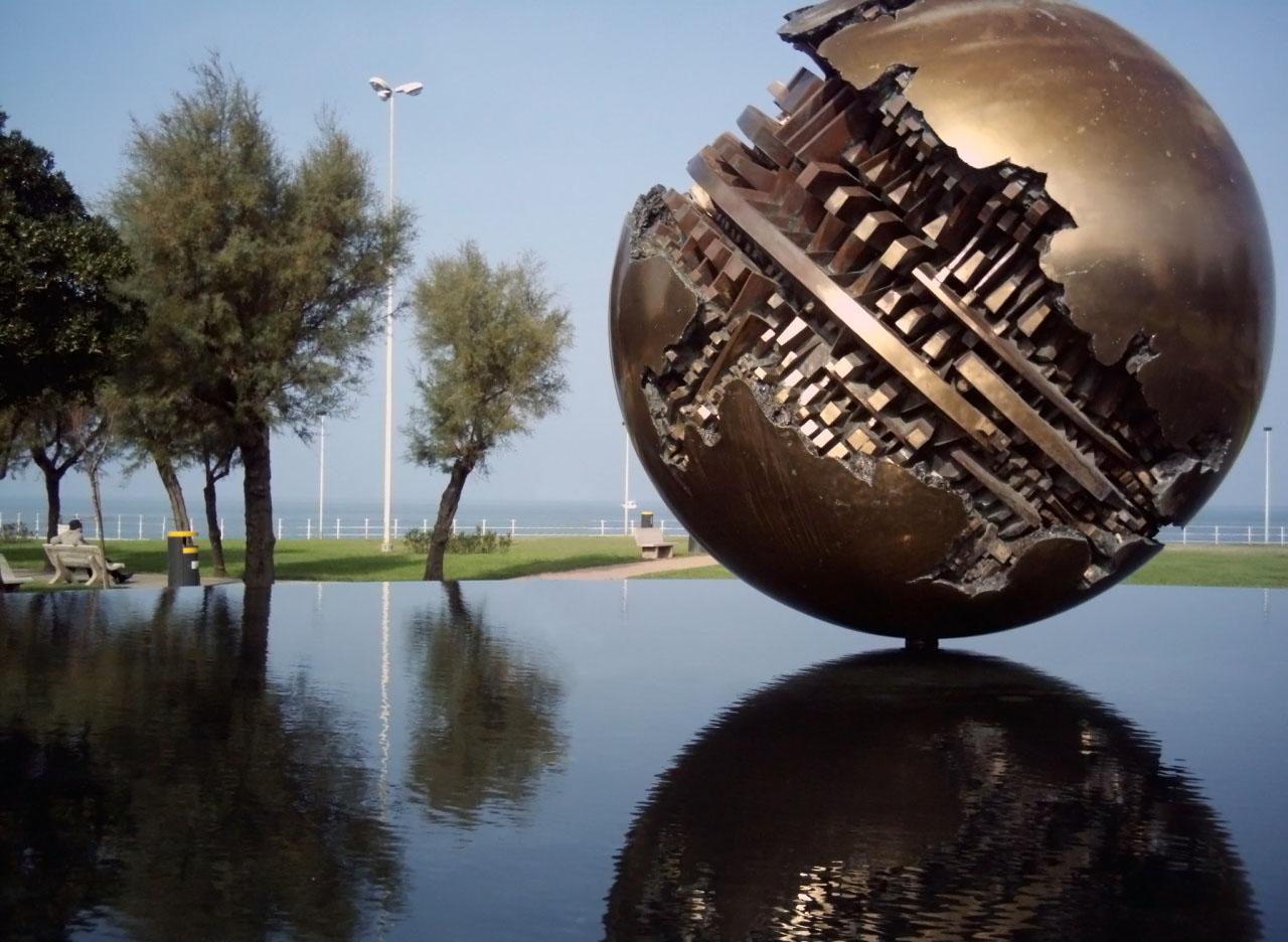 File palla di arnaldo pomodoro wikipedia for Opere di arnaldo pomodoro