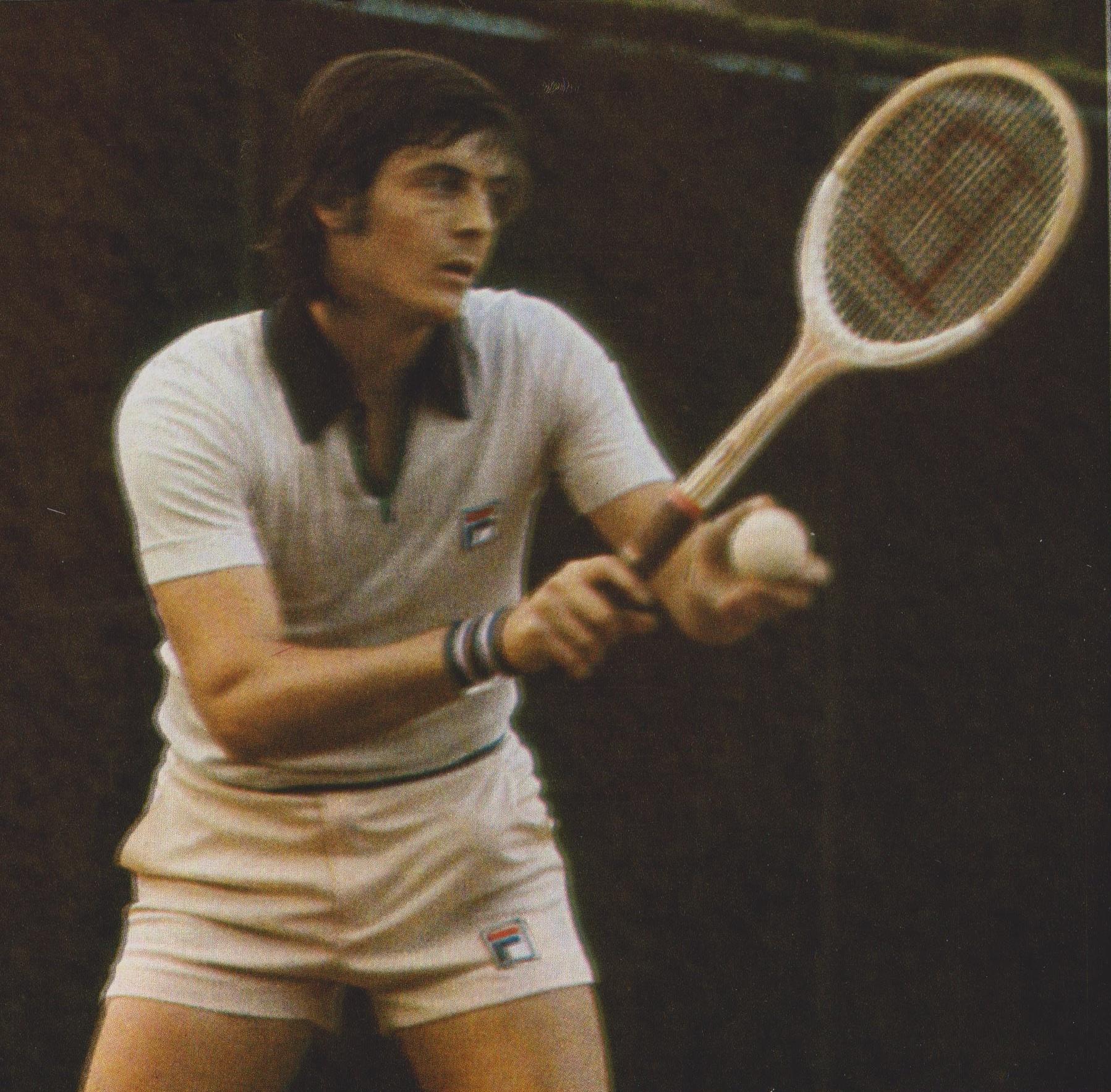Nella foto: Adriano Panatta vince gli Internazionali d'Italia (1976). Nello stesso anno vincerà il Roland Garros e la Coppa Davis.