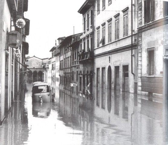 File alluvione di firenze wikipedia for Firenze foto storiche