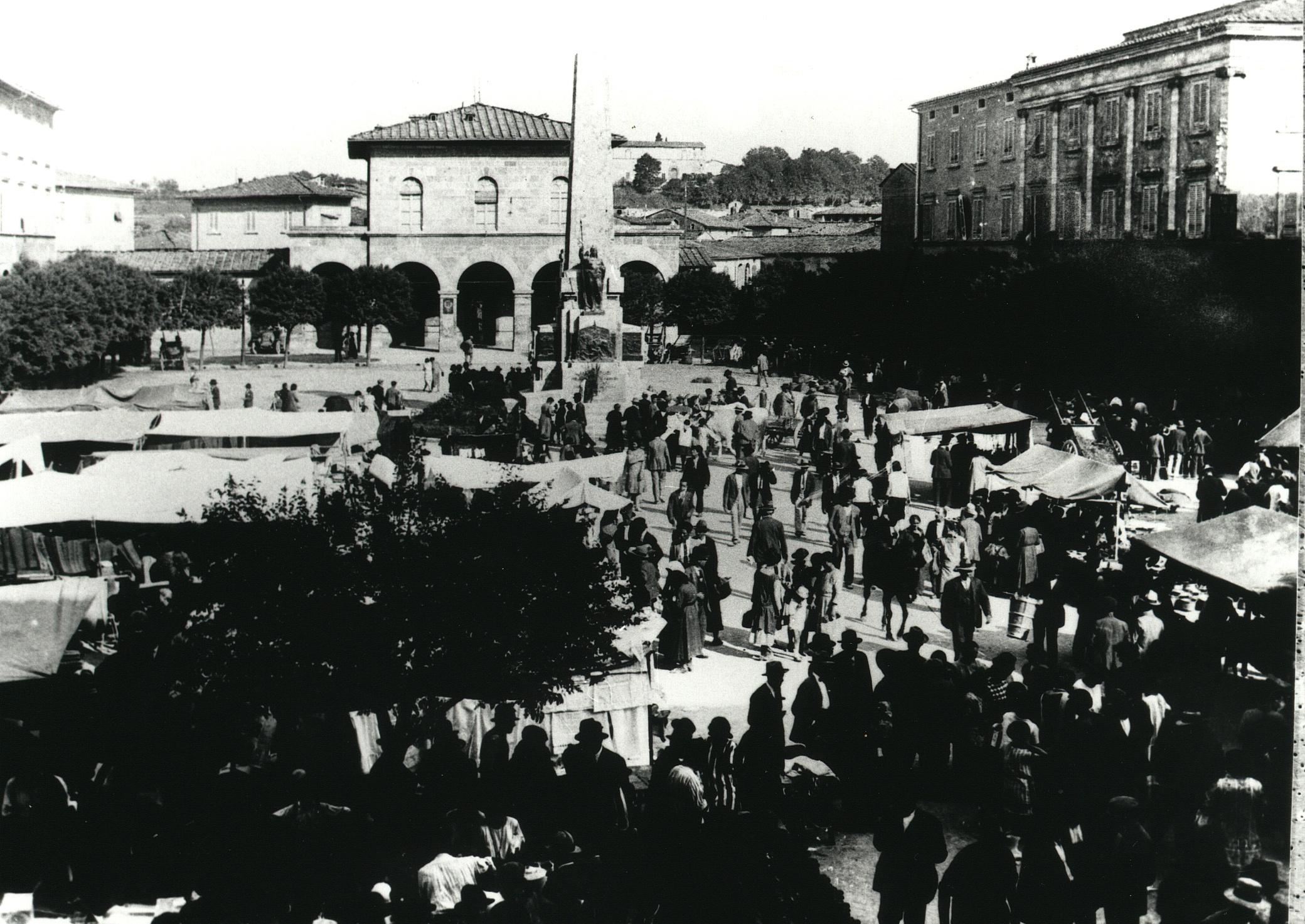 Colle di Val d'Elsa, Mercato in piazza Arnolfo