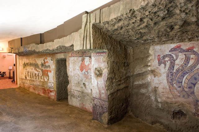 Sala riproduzione tomba della quadriga infernale.jpg