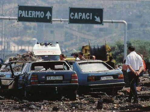 Nella foto: l'autostrada A29 subito dopo l'attentato all'altezza di Capaci