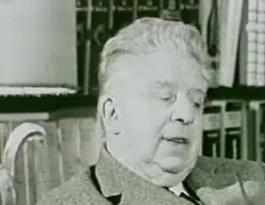 Eugenio Montale ritratto in un'immagine nei suoi ultimi anni di vita.
