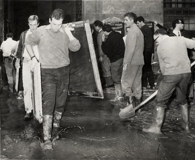 Volontari Firenze 1966.jpg