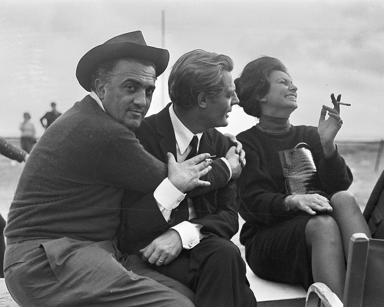 File:Fellini-8-e-mezzo-mastroianni-loren.jpg - Wikipedia