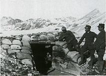 Artiglieria alpina al passo dello Stelvio in un momento di riposo