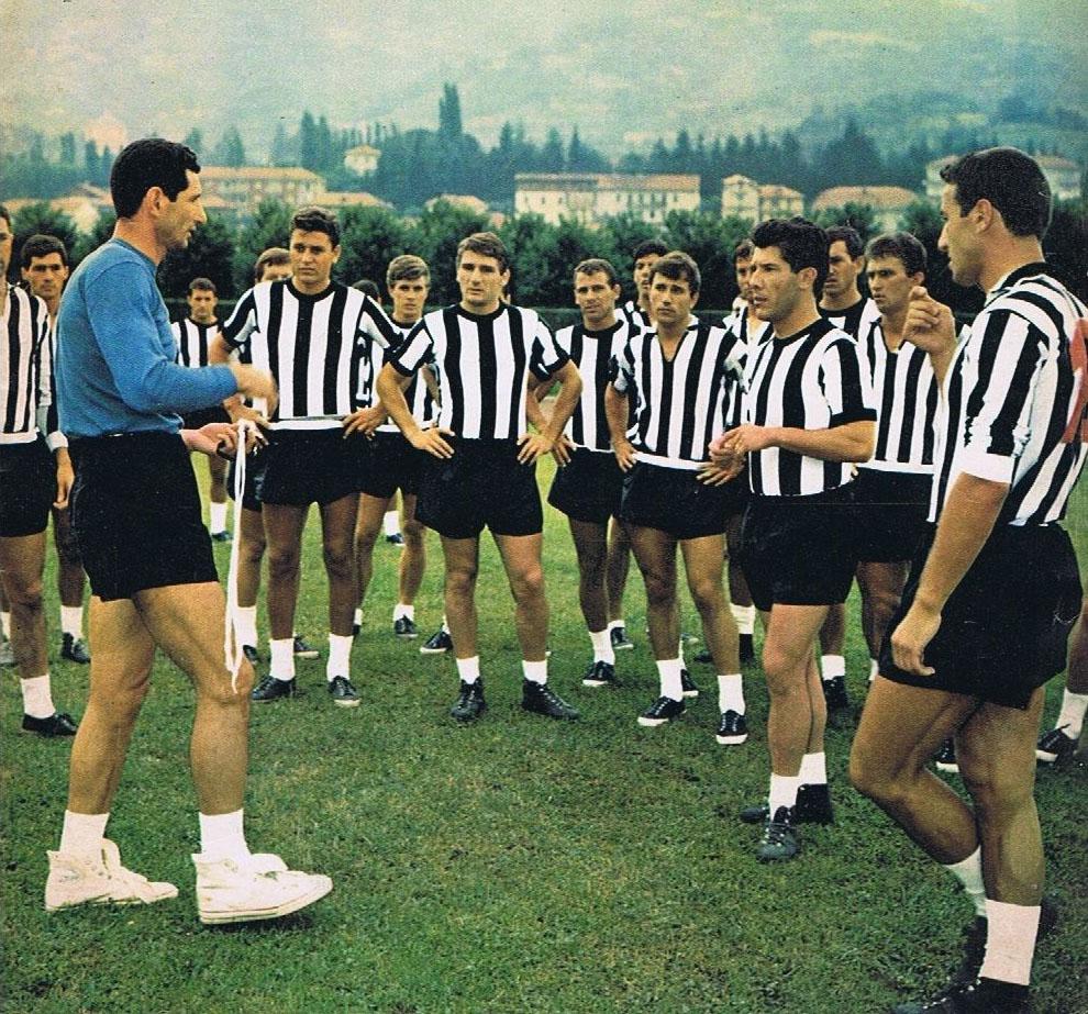 File:Juventus FC - 1964 - Allenamento (Herrera-Sívori).jpg - Wikipedia